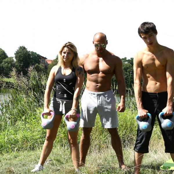 Outdoor workout turned threesome - Photo 1 / 16